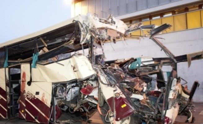 22 деца загинаха при автобусна катастрофа в Швейцария