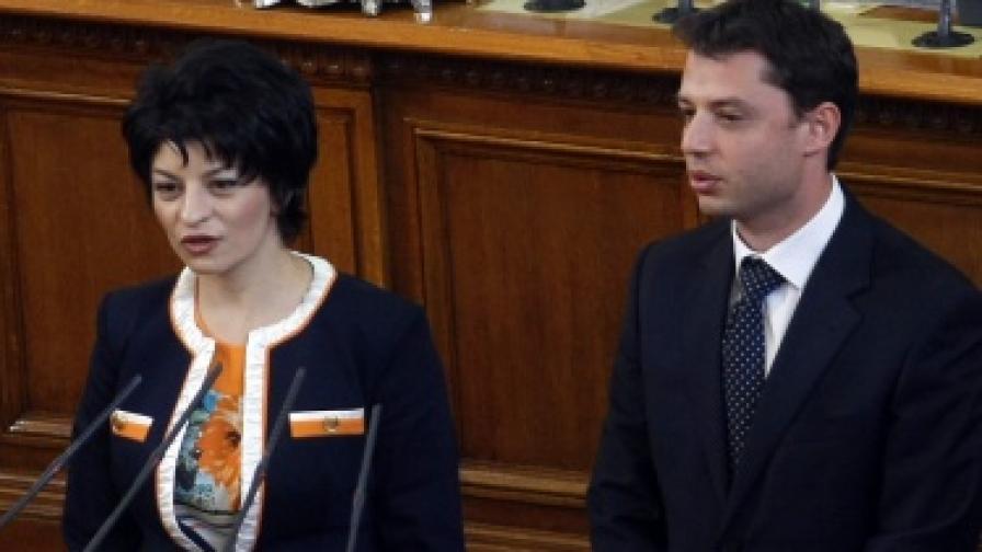 Добрев и Атанасова вече са министри