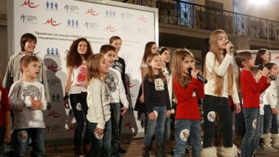 """Децата от вокална група """"Бон-Бон"""" подариха своята нова песен """"Химн на децата"""" на социалната кампания """"Приеми дете. Създай бъдеще""""<br />"""