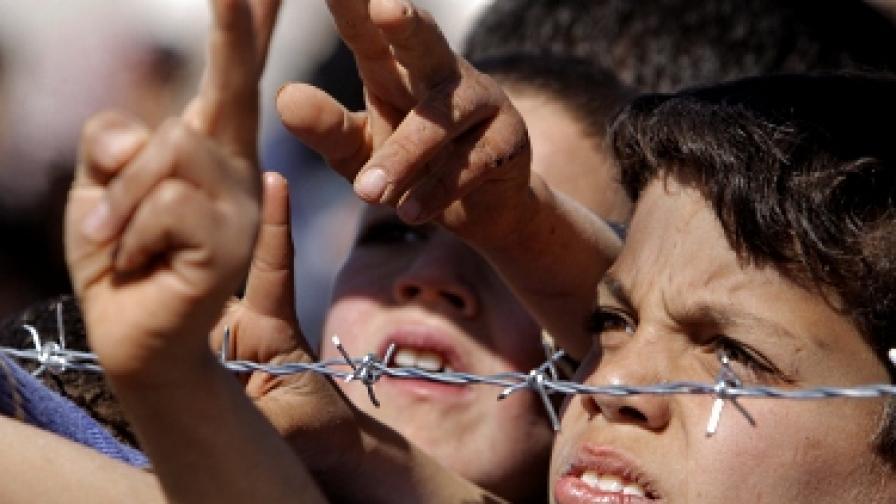 ООН: Сирийският режим систематично задържа и измъчва деца