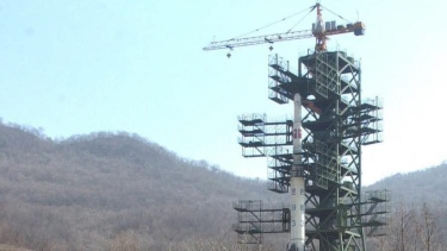 КНДР се готви с ракетата, съседите й на нокти