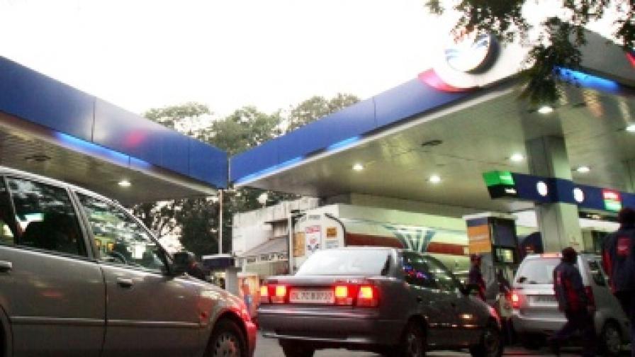 Кола се взриви на бензиностанция, четирима пострадаха