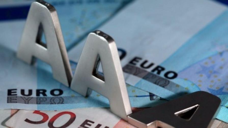 """""""Стандарт енд Пуърс"""" понижи рязко рейтинга на Испания"""