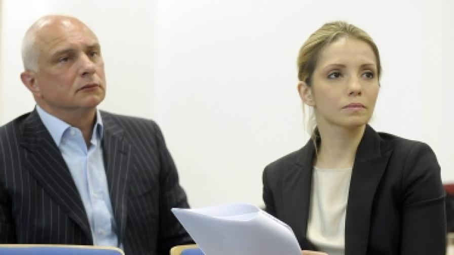 Евгения - дъщеря на Юлия Тимошенко, и Олександър - съпруг на бившата министър-председателка, на пресконференция в Прага с призив за защита от репресията на украинските власти