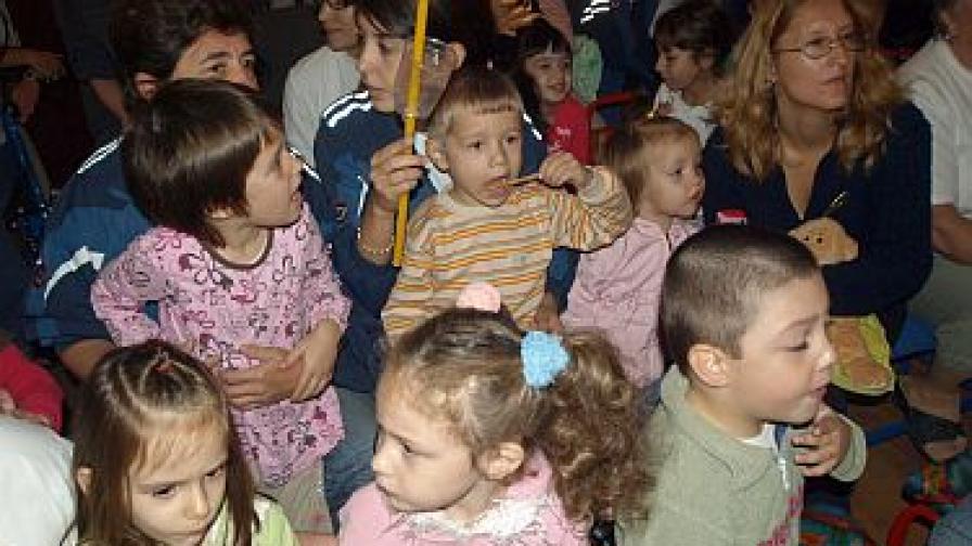 1000 са вече приемните семейства в България