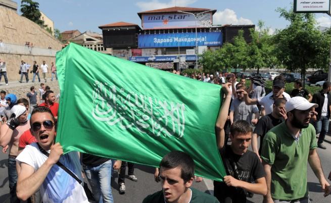 Масови протести на етнически албанци в Македония