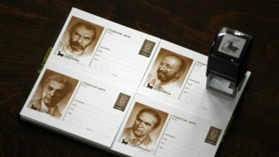 На пощесдкките картички са портретите на Григор Вачков, Методи Андонов, Владимир Тенев и Стефан Сърчаджиев