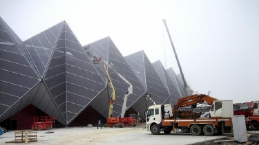 """Строителните работи в и около Кристалната зала в Баку продължават до последните дни преди концертите на """"Евровизия"""""""