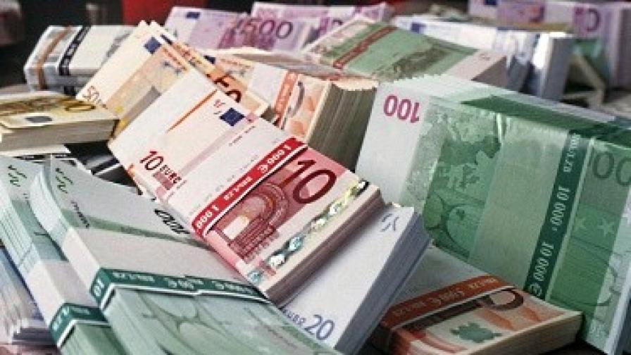 Инвеститорите отново залагат на валутите убежища