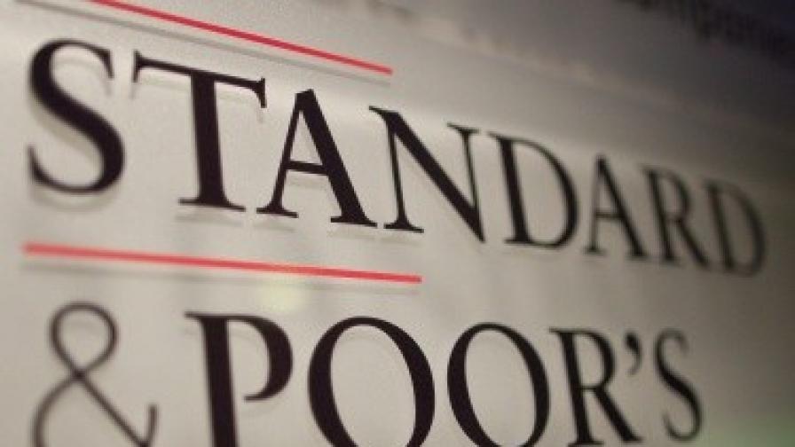 """""""Стандарт енд пуърс"""" понижи рейтингите на пет испански банки"""
