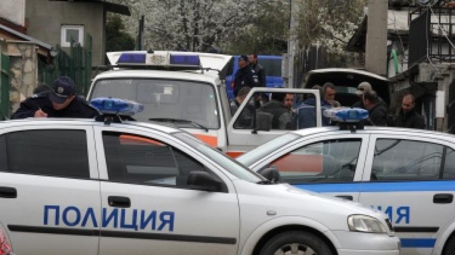 Трима полицаи пострадаха, преследвайки пиян шофьор