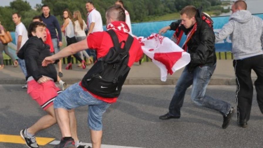Тежки сблъсъци между полски и руски фенове във Варшава