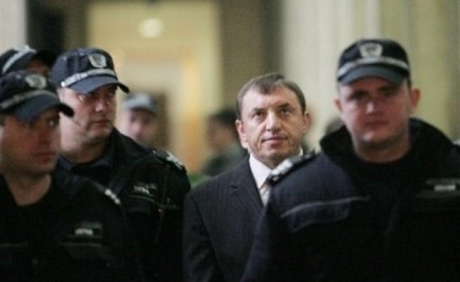 Махнали министър заради Алексей Петров?