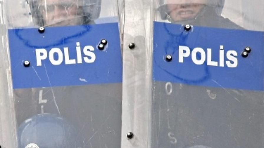 Жесток полицейски побой над мъж, возил родилка в Турция