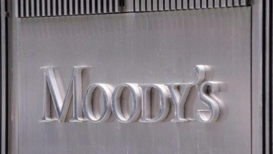 """""""Мудис"""" понижи оценките за 15-те най-големи банки в света"""