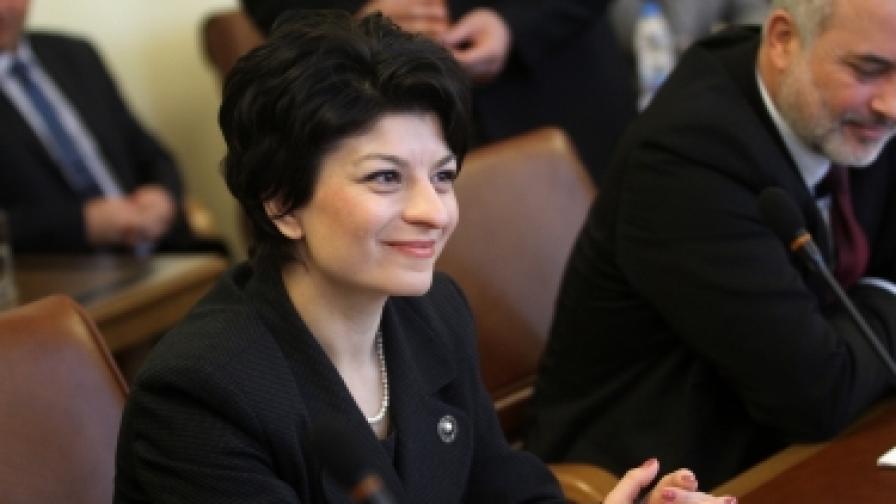 Министър Десислава Атанасова на заседание на правителството