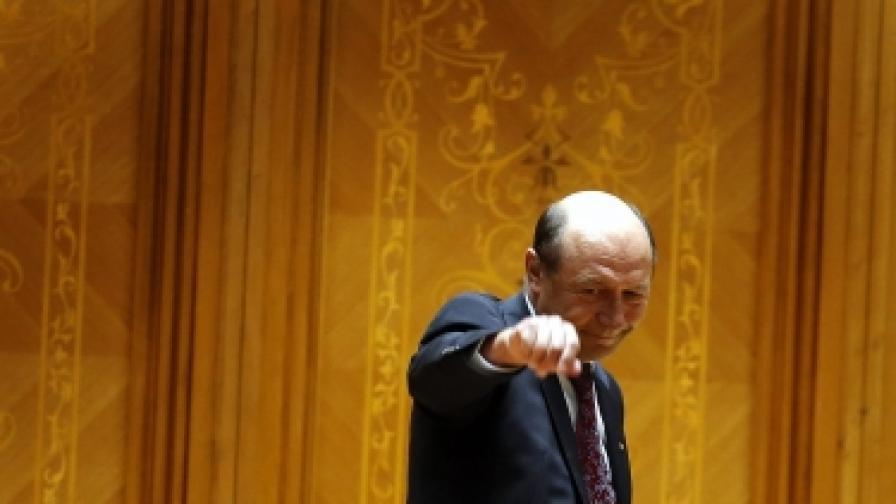 Траян Бъсеску след гласуването в парламента на 6 юли