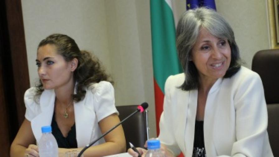 Попова: Престъпление ли е просията в XXI век