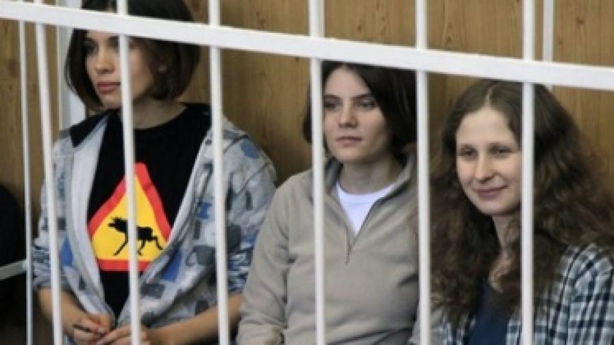 """Стинг защитава руската пънк рок група """"Пуси райът"""""""