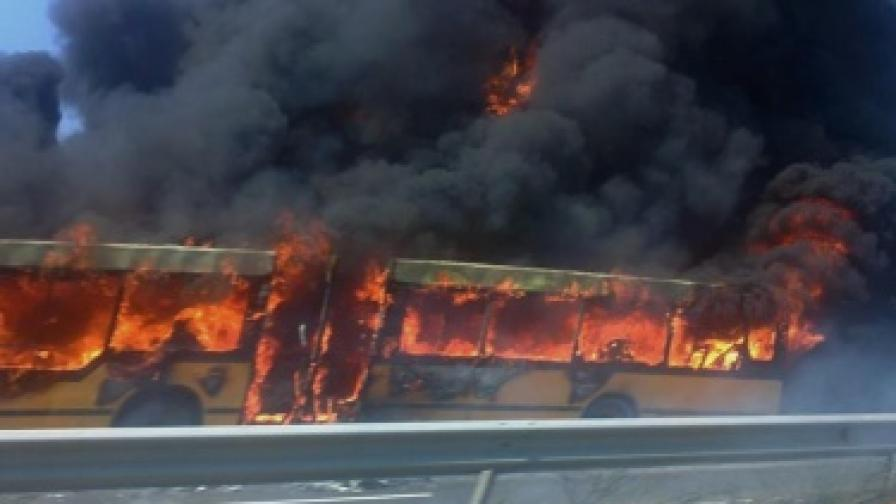 Автобус на градския транспорт в Бургас изгоря