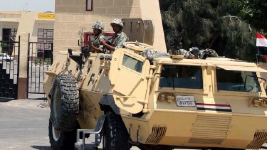 Египет бомбардира Синайския полуостров