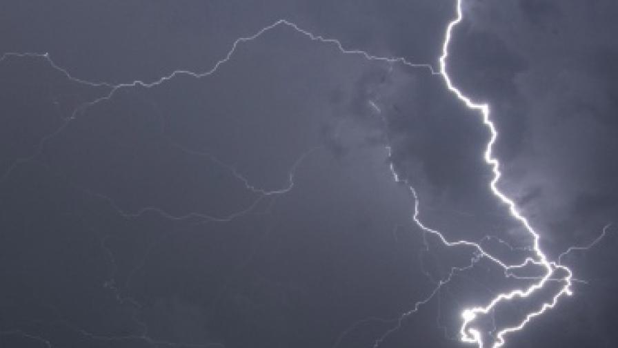 Гръмотевични бури се очакват в 12 области