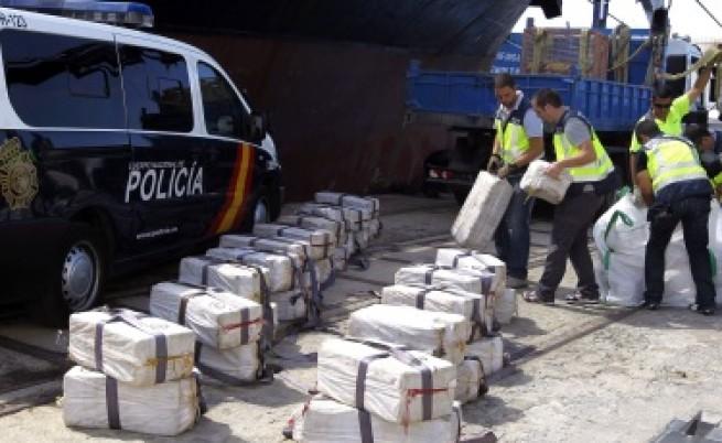 Арестуваха 21 българи в Испания с 3 т кокаин