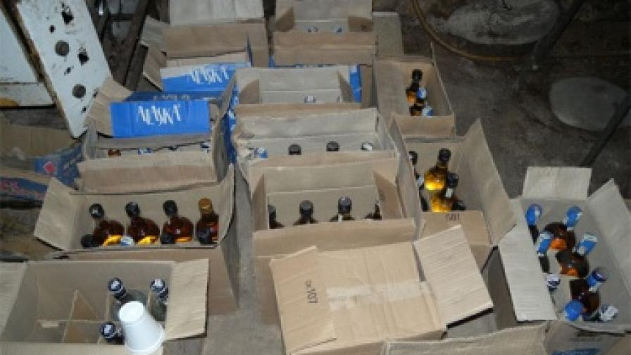 """2201 литра нелегален алкохол в """"Златни пясъци"""""""