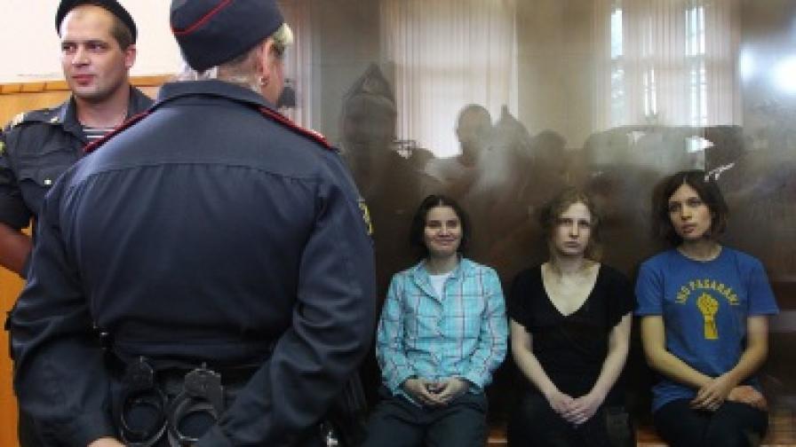 Трите млади жени от Пуси райът, които бяха осъдени на 2 години затвор