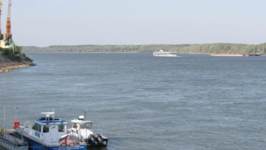 Три заседнали кораба в българския участък на Дунав