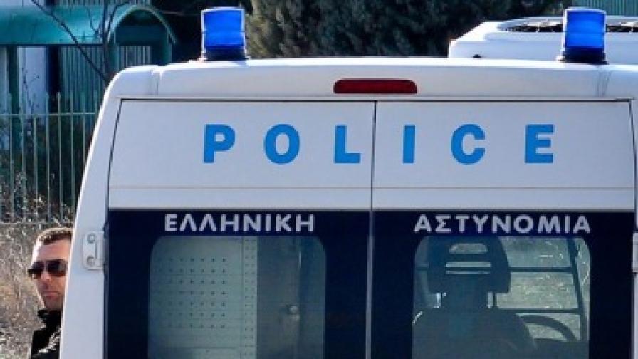 Бомба избухна пред банка в Атина