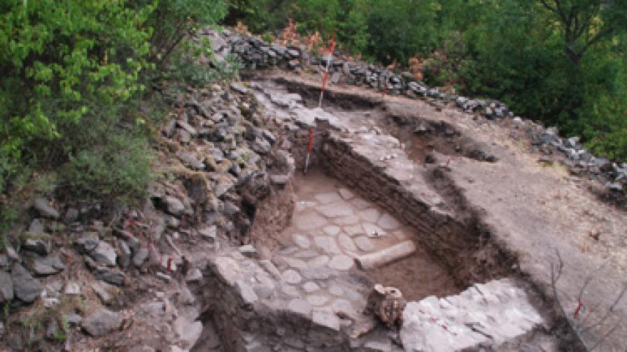 Откриха средновековна сграда край Ивайловград