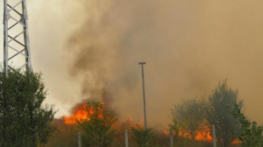 Пожарите в страната продължават