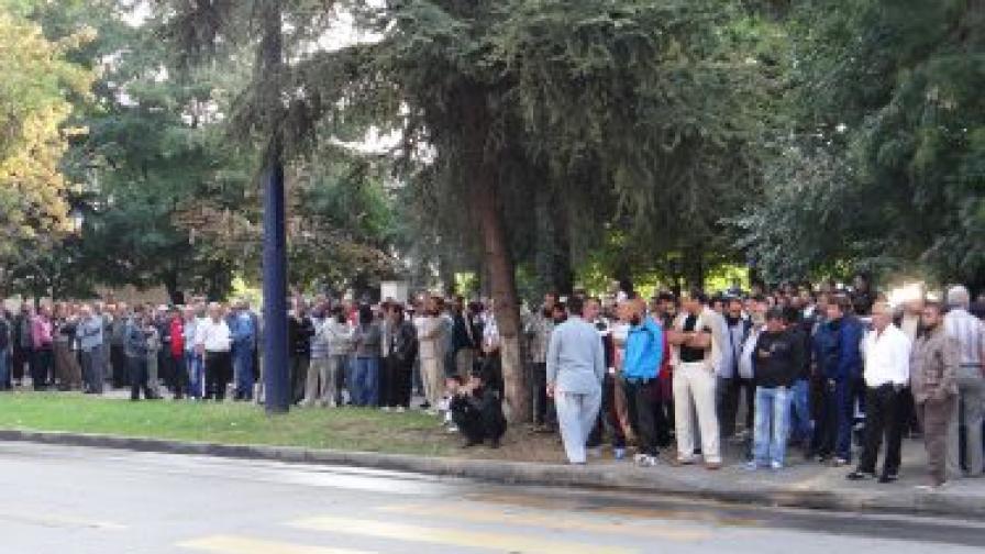300 души около съда заради дело за радикален ислям