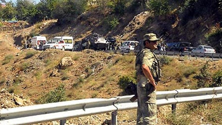 10 жертви и 63 ранени след нападение над турски военен конвой