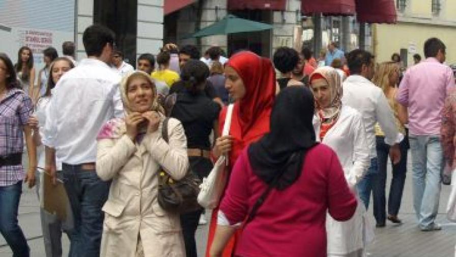 Изселници в Турция съдят България в Хага за геноцид