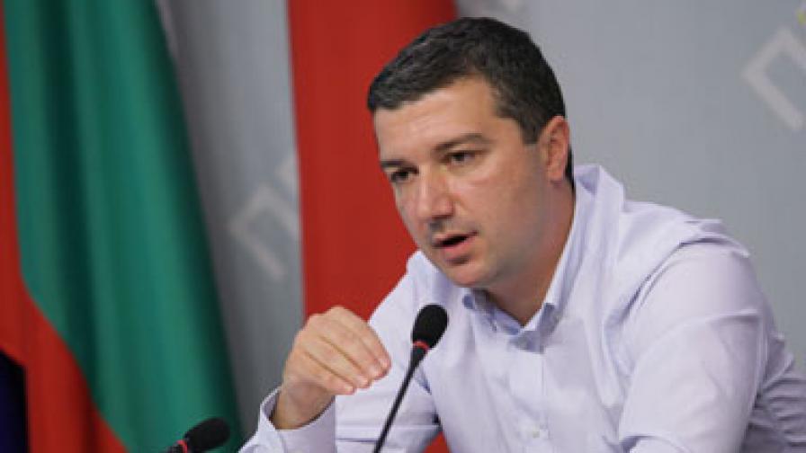 Д. Стойнев: Имаме най-ниски минимални заплати в ЕС, а вече и в Африка