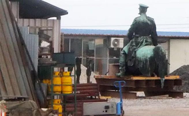 Скандал с паметника на Цар Освободител - в склад за вторични суровини