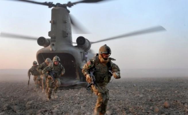 Талибаните: НАТО бягат от Афганистан унизени