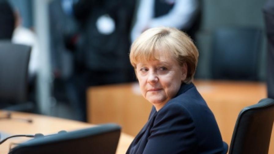 Какво носи желязната лейди Меркел на Атина?