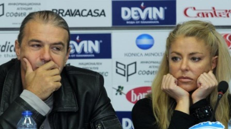 Хилда Казасян и собственикът на музикална копания Атанас Янкулов в подкрепа на собствениците на заведения срещу пълната забрана на пушенето