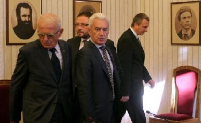Сидеров иска и въпрос за НАТО на референдума