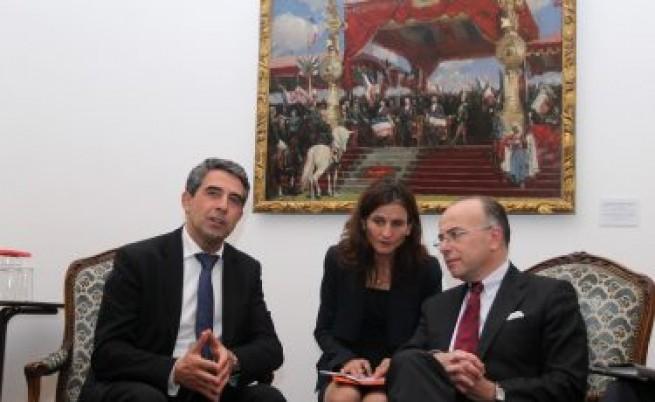 Френски министър: Интегрирайте си ромите при вас