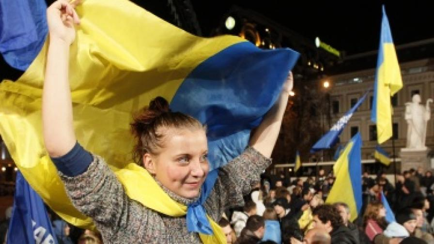 Управляващите печелят изборите в Украйна