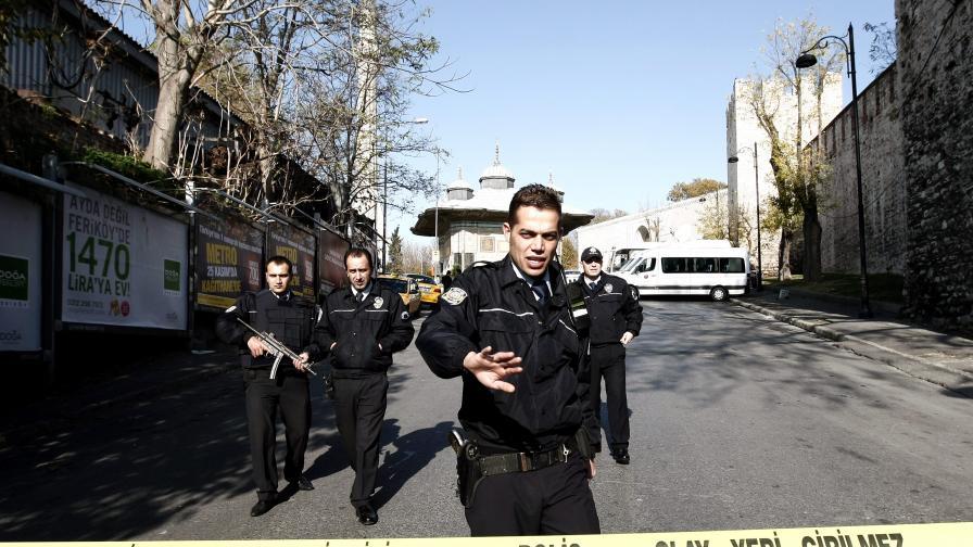 5 жертви на стрелба в Москва, 3 - в Калифорния
