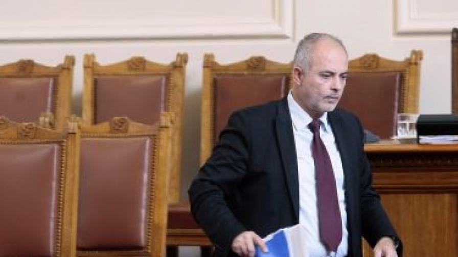 Министърът на труда и социалната политика Тотю Младенов