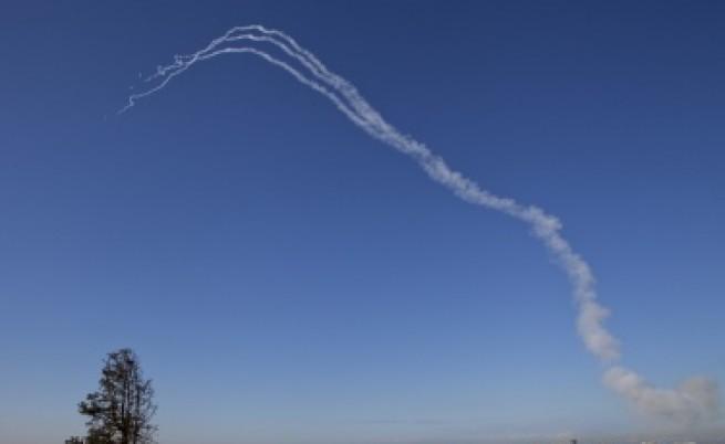 Израел обстрелва Газа,