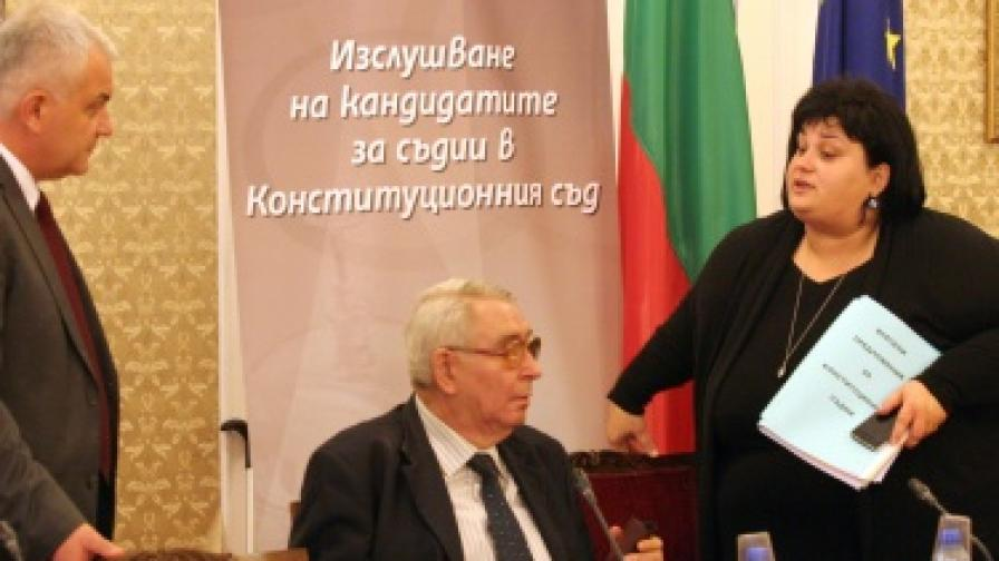Комисия по правни въпроси при изслушването на 24 октомври на предложените кандидати за съдии в Конституционния съд на Република България от квотата на Народното събрание. На снимката: Явор Нотев, Любен Корнезов и Искра Фидосова