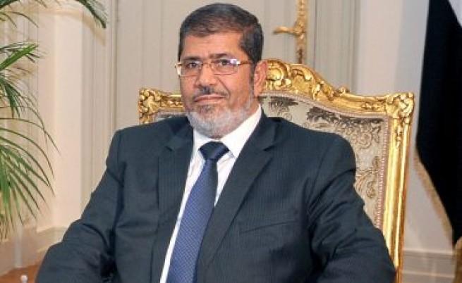 Протести в Египет: Президентът си присвоява власт