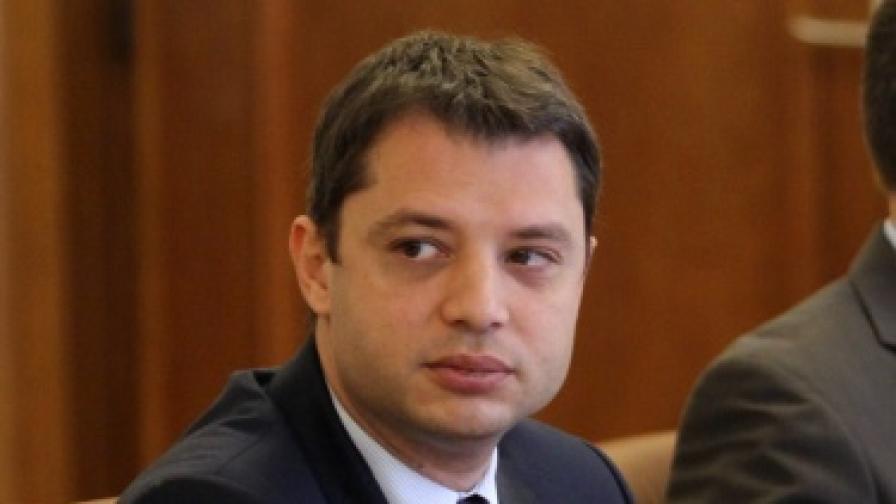 Делян Добрев